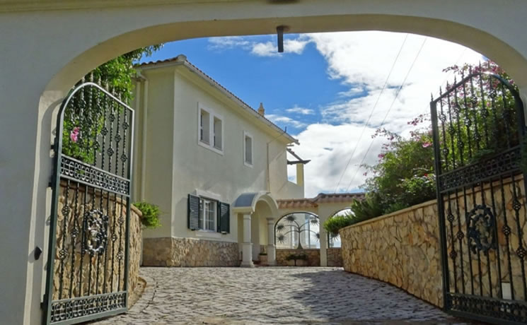 6 Bedroom Villa in Tavira For Sale - € 650,000