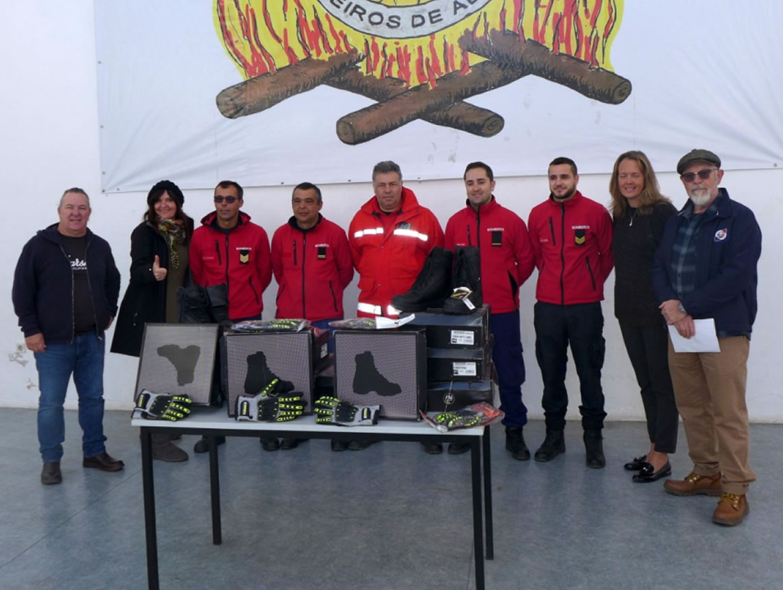 The photograph shows the Presentation ceremony at the HQ of Aljezur Bombeiros. The station's fire fighters are flanked by (from left) Richie Brogden, Christina (Pearl C) Vennemann, Sally Henman and Brian (DJ Rockindad) Jutsum.