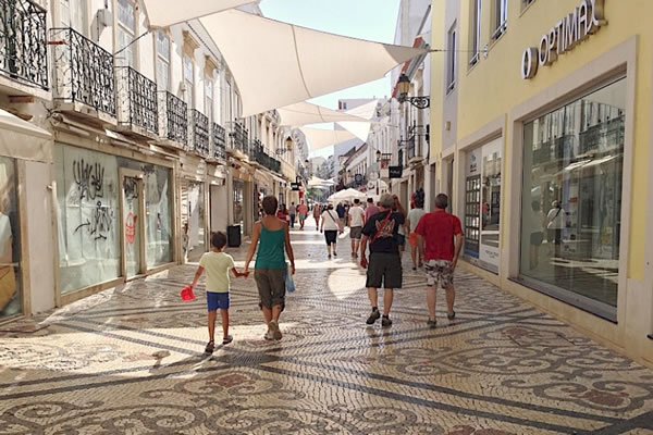 Photo by Dr Photo - Majority of Algarve businesses are considering partially or totally closing their activity