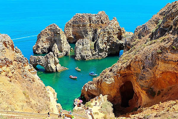 LEADING CITIZENS OF LAGOS APPEAL TO MAYOR TO SAVE PONTA DE PIEDADE CLIFFS