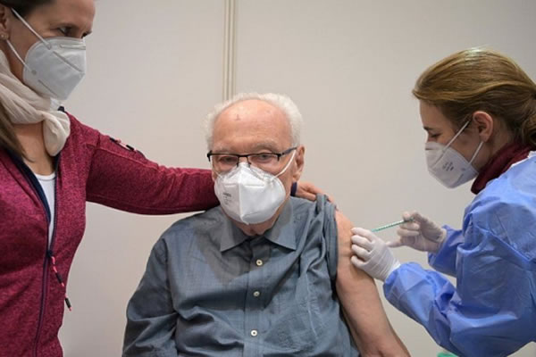 Vaccine self-scheduling site now available for people over 65