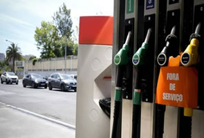 People scramble to petrol stations as combustibles strike looms