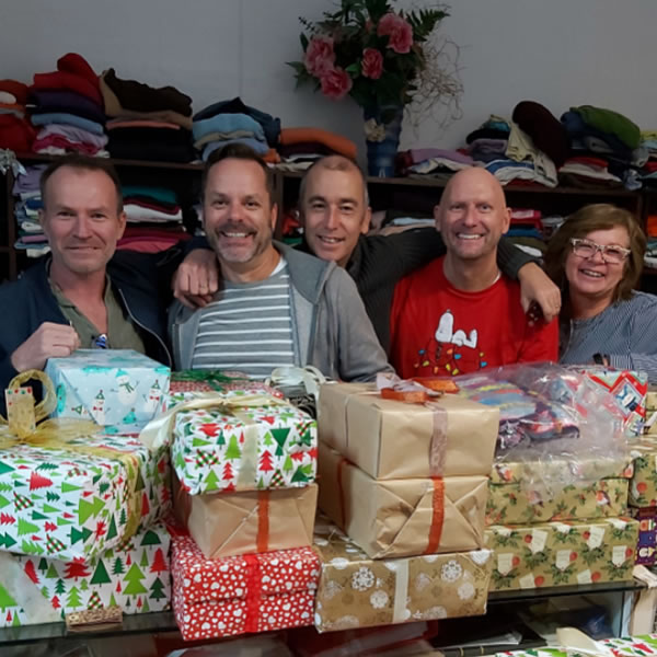 This group of friends from Portimao collected 90 boxes for this campaign!