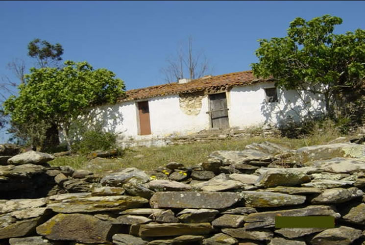 4 Bedroom Land or Ruin in Ourique For Sale - € 150,000
