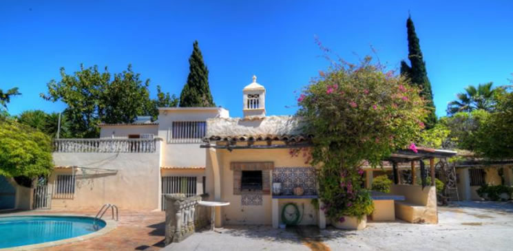Traditional QUINTA in Almancil with sea view and mature gardens - € 695,000