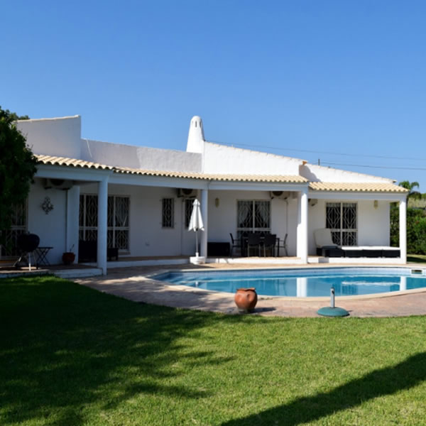 The ultimate renovation project in the Algarve! Villa for sale worth over 1,000,000€ for only 695,000€!