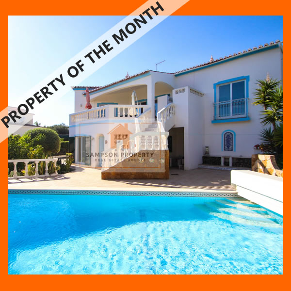 For sale in Carvoeiro, detached 3 bedroom villa with garage and private pool