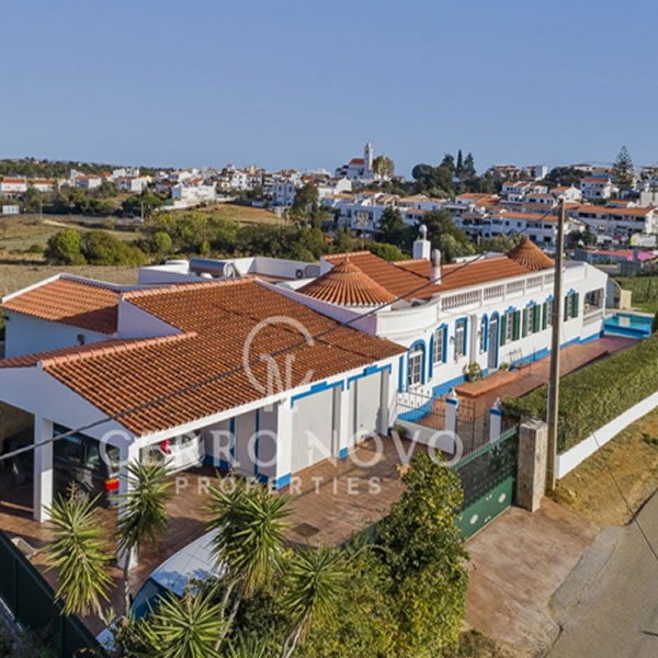 A comfortable family bungalow with pool in Porches