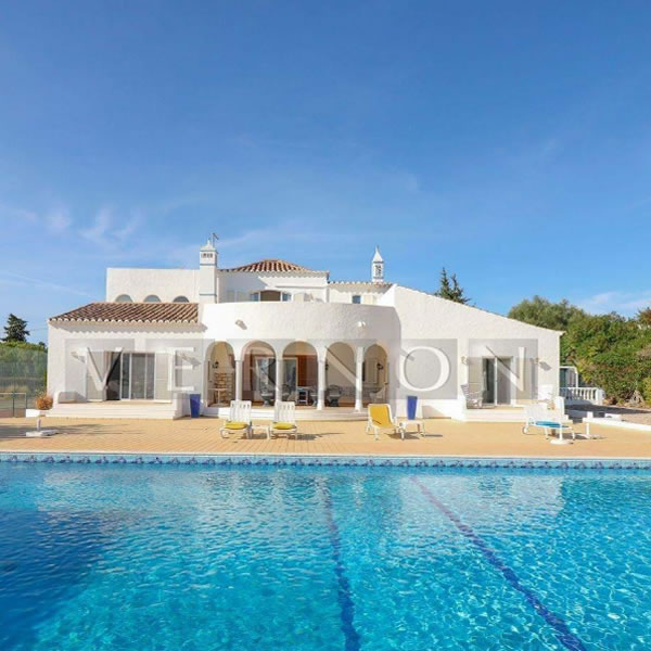 NEW TO THE MARKET- 5 Bedroom Carvoeiro Villa, With Pool