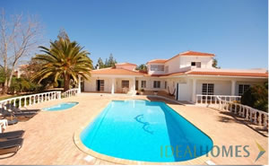 incredible four bedroom detached villa with pool, tennis court and extensive outdoor terraces